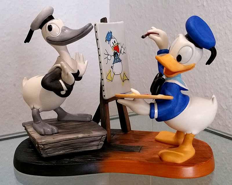 Donald damals und heute als Maler aus Keramik